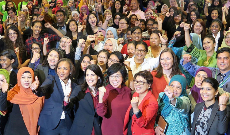 "U.S. Ambassador to ASEAN Nina Hachigian (front row, center) hosted a ""Women Who Lead"" panel discussion at the Kuala Lumpur Library, May 13, 2016 (U.S. Embassy photo)"