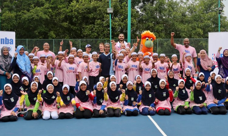 A big Hoorah from everyone at the end of the hour long NBA clinic. (U.S. Embassy photo)
