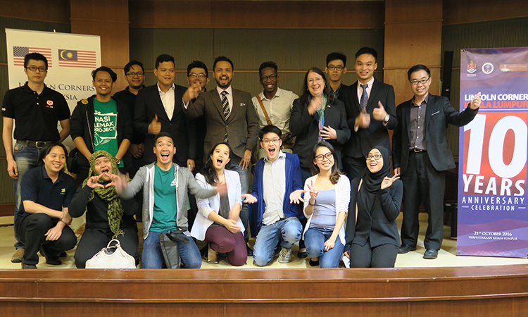 Deborah Magid with Pitch Night participants. (U.S. Embassy photo)