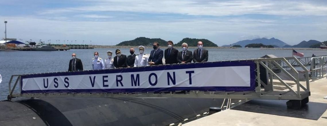 Mais novo submarino norte-americano visita base naval em Itaguaí