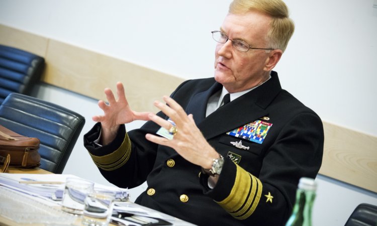 Вице-адмирал Джеймс Фогго во время семинара высокого уровня по военным доктринам в Вене, 16 февраля 2016 года. (USOSCE/Colin Peters)