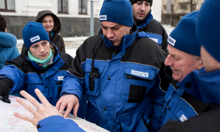 OSCE SMM monitors on patrol in Luhansk region, Ukraine, 16 January 2016. (OSCE/Evgeniy Maloletka)