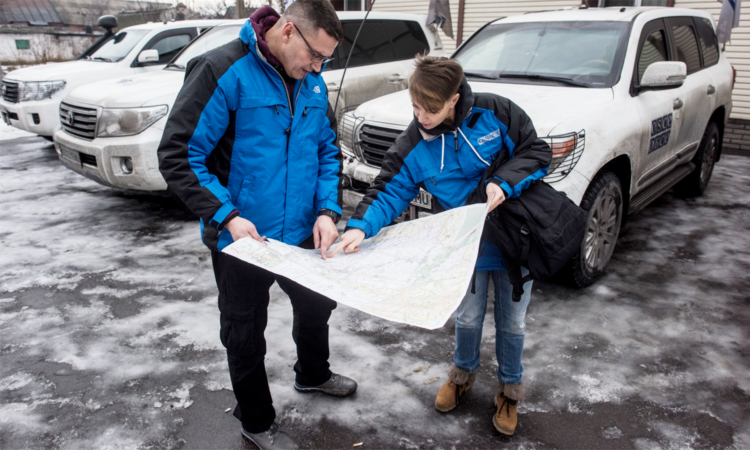 OSCE monitors preparing for patrol, 14 January 2016. (OSCE/Evgeniy Maloletka)