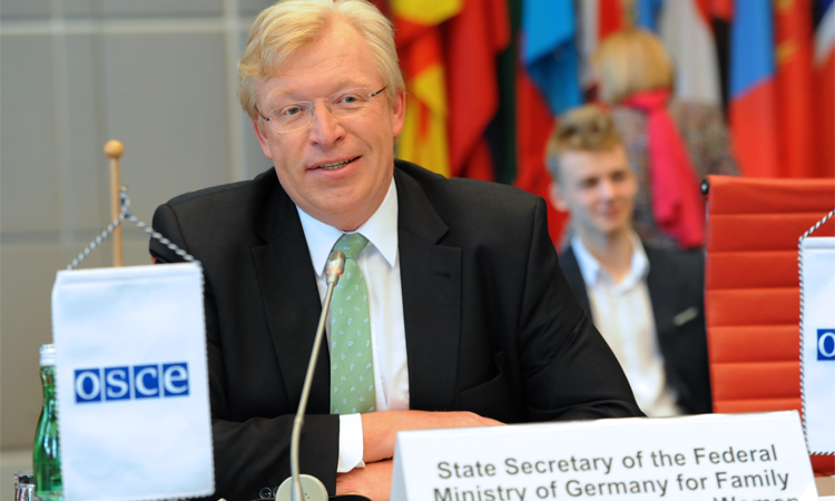 Dr. Ralf Kleindiek, State Secretary of Germany's Federal Ministry for Family Affairs, Senior Citizens, Women and Youth, speaking at the OSCE Permanent Council, Vienna, 10 March 2016. (OSCE/Micky Kroell)