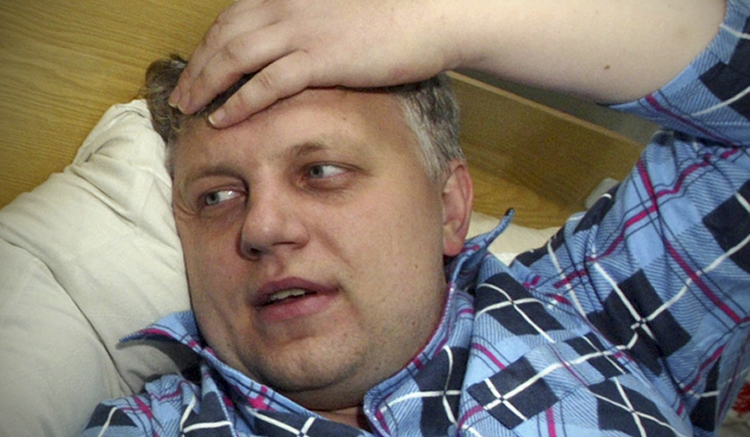 In this Oct. 18, 2004 photo, Pavel Sheremet speaks at a hospital in Minsk, Belarus, after he was found badly beaten. (AP)