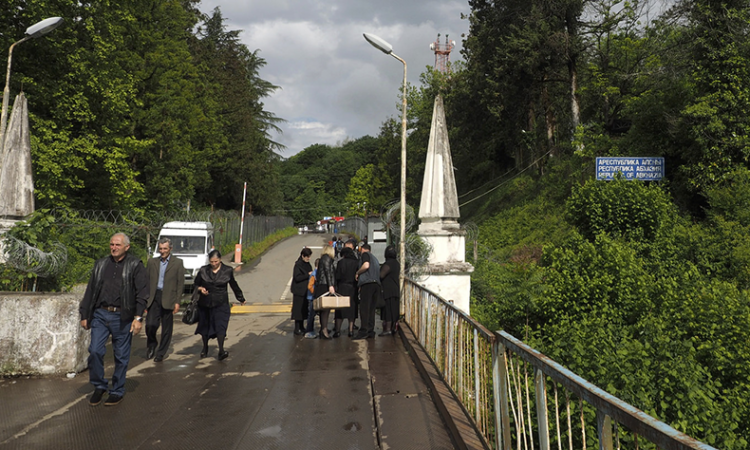 Crossing the administrative boundary line between Georgia and its province of Abkhazia at Patra Enguri River (photo: Flickr/Clay Gilliland)