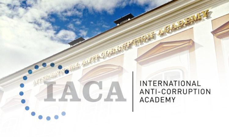 Логотип и здание Международной антикоррупционной академии