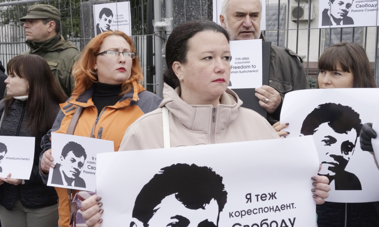 Colleagues of jailed journalist Roman Sushchenko protest in front of the Russian Embassy in Kiev, Ukraine, Thursday, October 2016. (AP Photo/Efrem Lukatsky)