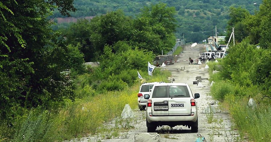 SMM patrols in the Luhansk region in eastern Ukraine (photo: OSCE/Mariia Aleksevych)