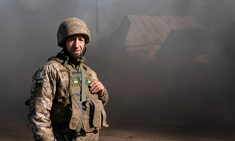 Ukrainian soldier in Mariinka
