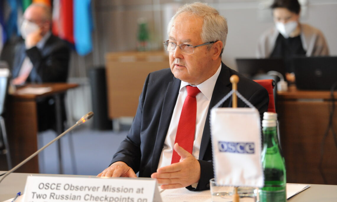 Chief Observer, Ambassador Gyorgy Varga, reports to the OSCE Permanent Council (OSCE/Micky Kroell)