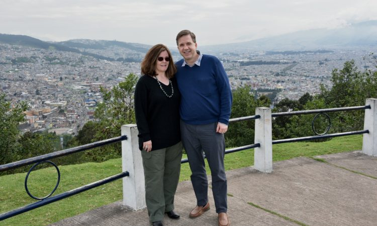 El Embajador Todd Chapman y su esposa Janetta visitando el Penecillo en Quito