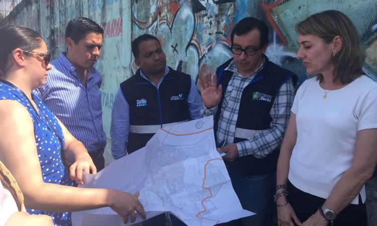Cristina Rodríguez con representantes de la sociedad civil de Durán