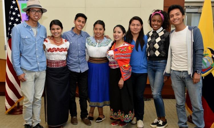 Los ocho estudiantes ecuatorianos que participan en un Intercambio de Diversidad Cultural en Las Cruces