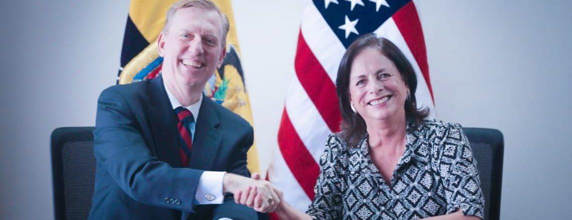 Estados Unidos y Ecuador colaboran en la enseñanza de inglés para fomentar la educación y