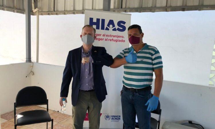El Embajador de los Estados Unidos en el Ecuador, Michael J. Fitzpatrick, durante una reunión en Manta con ciudadanos venezolanos.