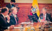 El Embajador de los Estados Unidos y el Presidente Guillermo Lasso y otras autoridades durante la reunión que mantuvieron hoy