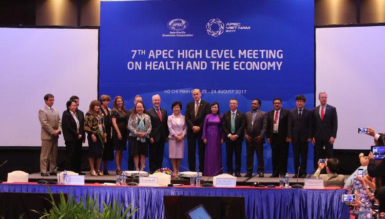 Bộ trưởng Y tế và Dịch vụ con người Hoa Kỳ Tom Price phát biểu tại Hội nghị Cấp cao của Diễn đàn Hợp tác Kinh tế Châu Á – Thái Bình Dương APEC