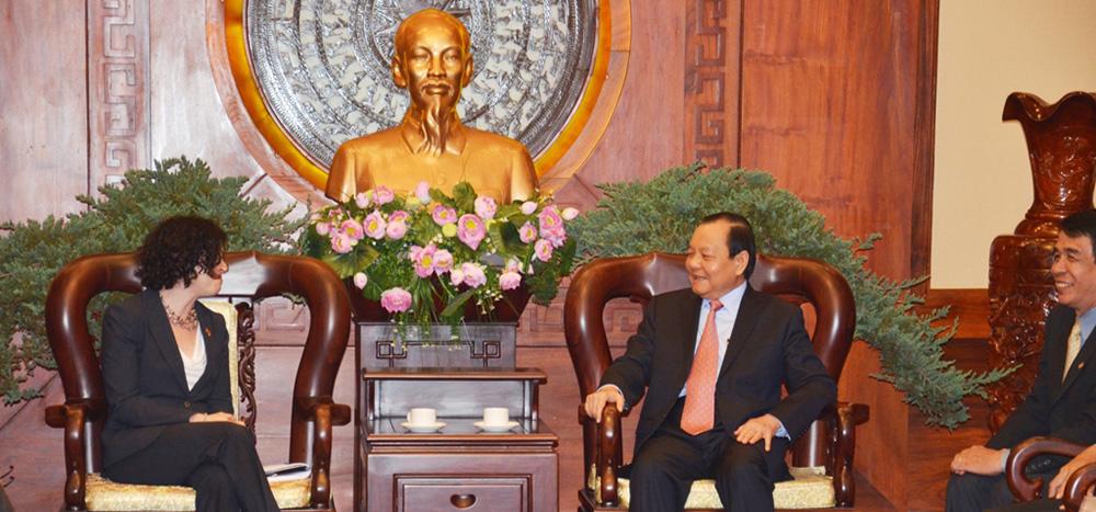 Tổng Lãnh sự Rena Bitter gặp Bí thư Thành ủy Lê Thanh Hải ngày 7/1/2014