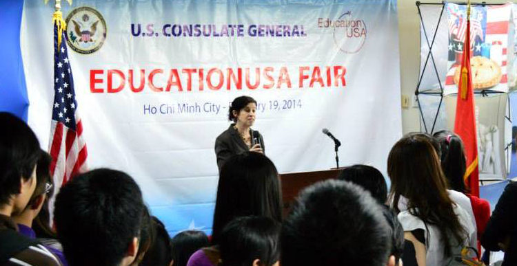Consul General Rena Bitter opened the EducationUSA Spring Fair at the Advising Center at Diamond Plaza