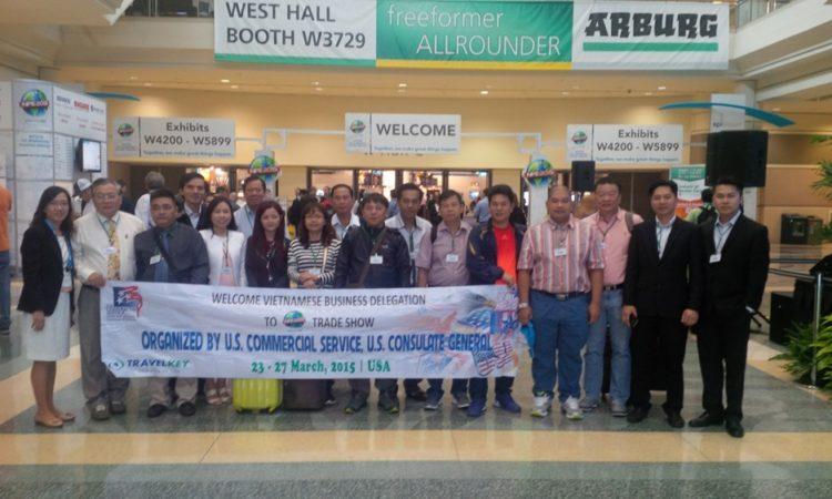 Phái đoàn doanh nghiệp tham dự Triển lãm Quốc tế về ngành nhựa