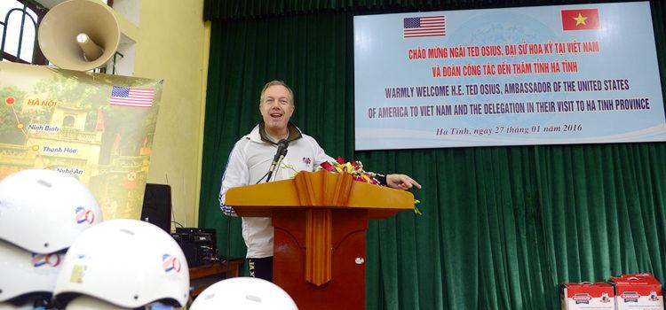 Đại sứ Ted Osius phát biểu tại Trại Trẻ Mồ côi Hà Tĩnh