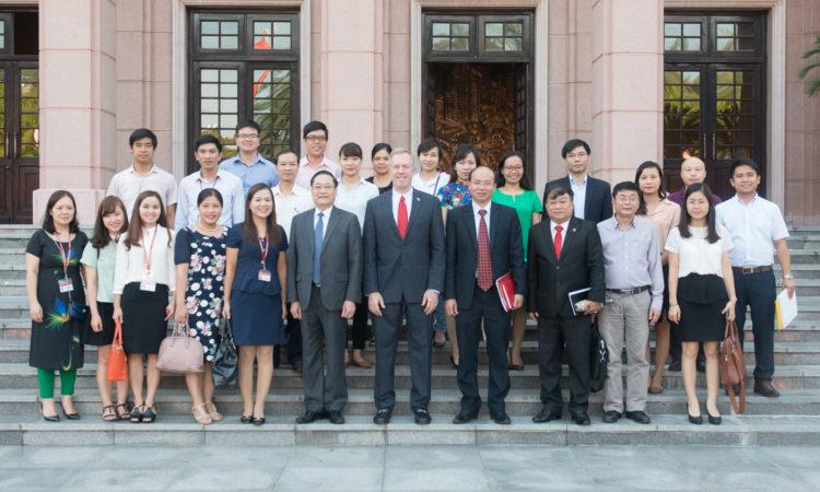 Đại sứ Osius gặp gỡ lãnh đạo và cán bộ Học viện Chính trị Quốc gia Hồ Chí Minh.