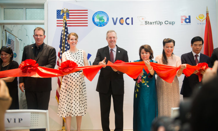 Ambassador Osius, WECREATE Executive Director Nguyen Thi Tuyet Minh and other key guests launch the center.