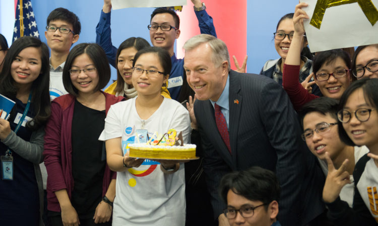 Ambassador Ted Osius commemorating the 3rd anniversary of the founding of YSEALI with YSEALI members in Vietnam.