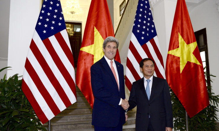 Secretary Kerry Meets With Vietnamese Deputy Foreign Minister Bùi Thanh Sơn.