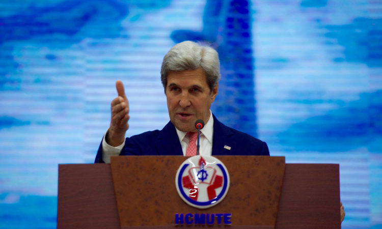 Secretary Kerry Visits Ho Chi Minh University of Technology and Education