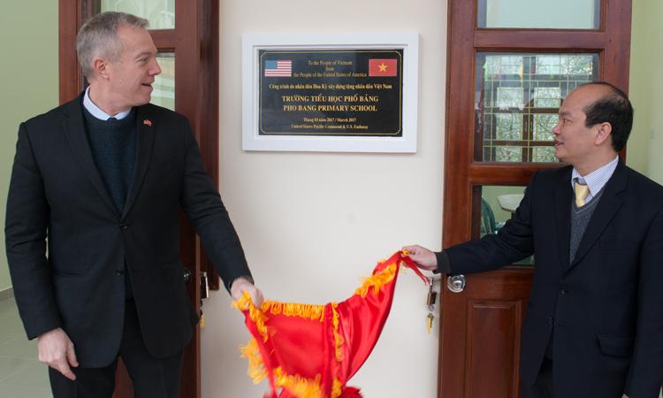 Đại sứ Ted Osius khánh thành trường học do Hoa Kỳ xây dựng tại Hà Giang