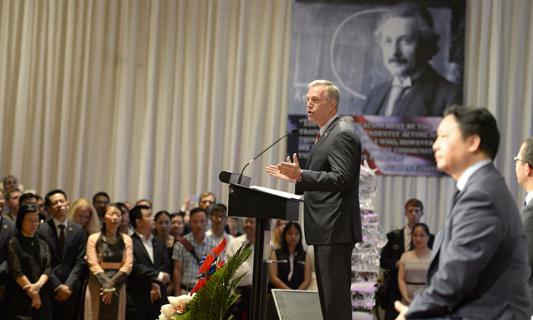 Đại sứ Osius Phát Biểu Tại Lễ mừng Ngày Độc Lập Hợp Chúng Quốc Hoa Kỳ