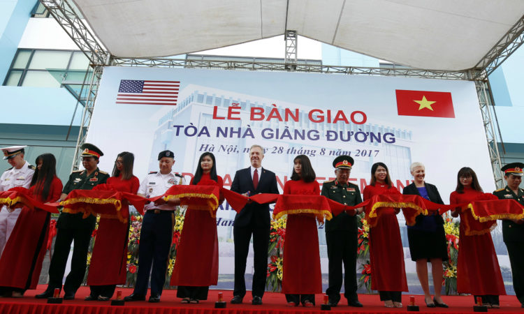 Ambassador Ted Osius and Senior Lieutenant General Nguyen Chi Vinh, Vietnam Deputy Minister of National Defense, at the dedication ceremony of a training facility at the Vietnam Peacekeeping Center on August 28, 2017.