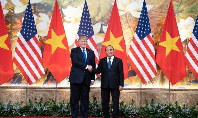 Tống thống Donald J. Trump và Thủ tướng Nguyễn Xuân Phúc tại Văn phòng Chính phủ tại Hà Nội, ngày 27/2/2019 (Ảnh của Nhà Trắng do Shealah chụp)