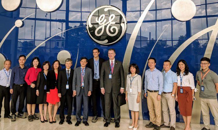 GE chào đón Đại sứ Hoa Kỳ tại Việt Nam Kritenbrink tới thăm nhà máy tại Hải Phòng.
