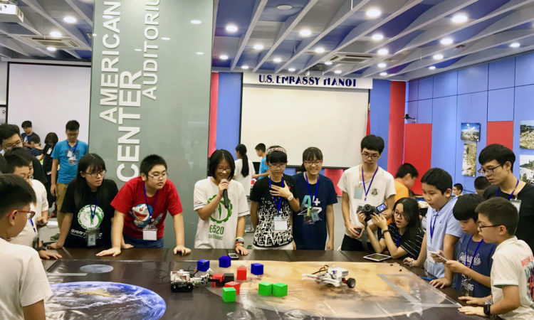 Đại sứ quán Hoa Kỳ tổ chức trại hè công nghệ cho học sinh Việt Nam
