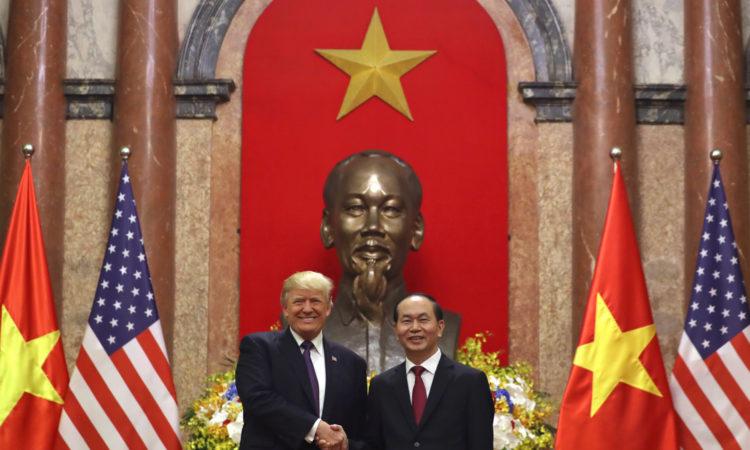Chủ tịch nước Trần Đại Quang tiếp đón Tổng thống Donald J. Trump tại Phủ Chủ tịch, Hà Nội tháng 11 năm 2017