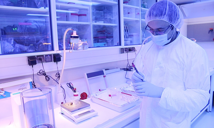 Scientist at the IAEA Environment Laboratories in Monaco. (IAEA / J. Weilguny)