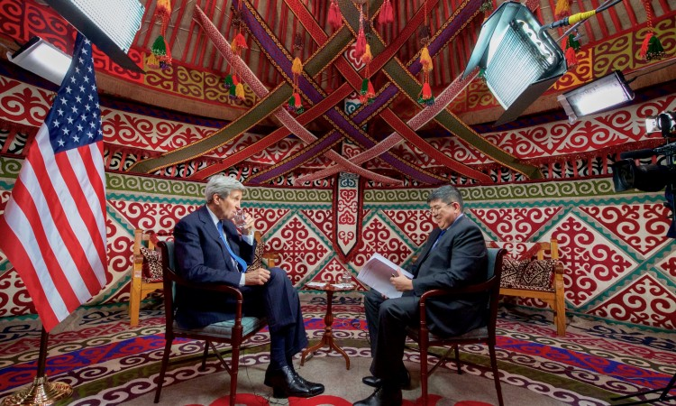 """Секретарь Керри дает интервью ТВ каналу """"Мир"""""""