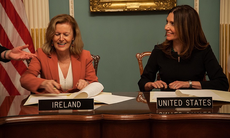 Her Excellency, Ambassador of Ireland, Anne Anderson & Assistant Secretary Evan Ryan of the Bureau of Educational and Cultural Affairs, U.S. Department of State signing the agreement