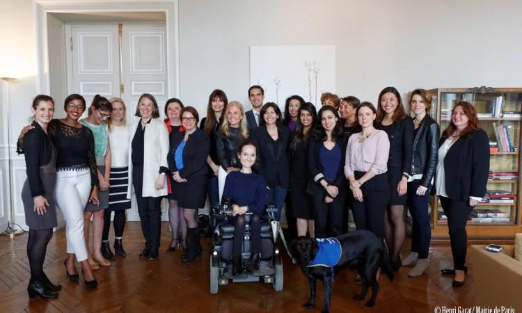 """L'Ambassadeur des Etats-Unis d'Amérique en France parmi le jury du prix """"Elle Impact"""" (Photo Henri Garat/Mairie de Paris)"""