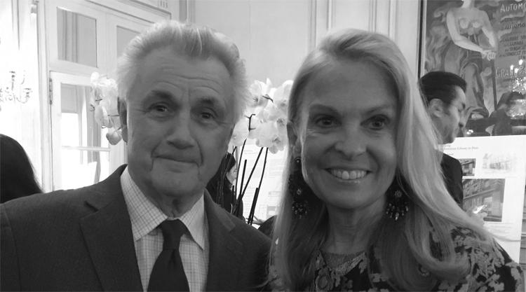 John Irving et Jane D. Hartley, Ambassadeur des Etats-Unis d'Amérique en France