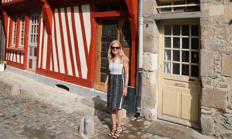 L'Ambassadeur dans une rue de Rennes