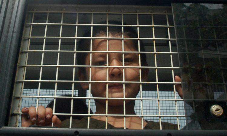 Sur les quelque 20 à 30 millions de victimes de la traite des personnes, la moitié sont des enfants. (AP Images)