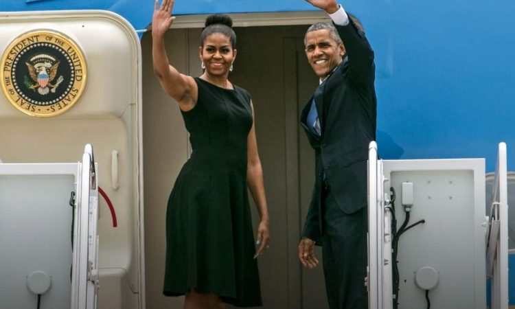 Michelle et Barack Obama sur Air Force One (AP Images)