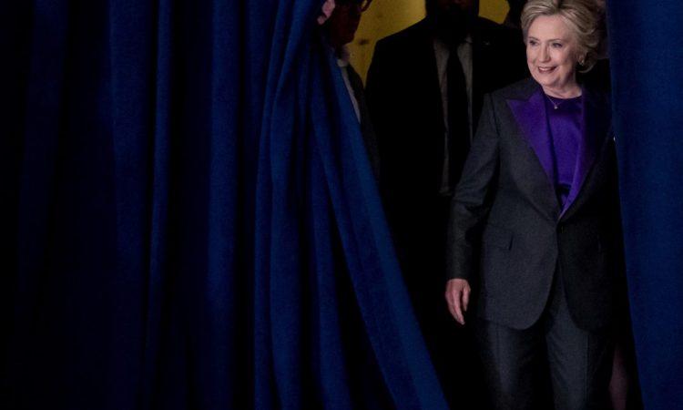 Hillary Clinton arrive pour s'adresser à ses collaborateurs et à ses partisans au lendemain de sa défaite dans l'élection présidentielle américaine. (© AP Images)