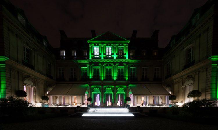 La Résidence de l'Ambassadeur en vert pour fêter l'entrée en vigueur de l'Accord de Paris (Photo U.S. Embassy/C. Mistral-Bernard)