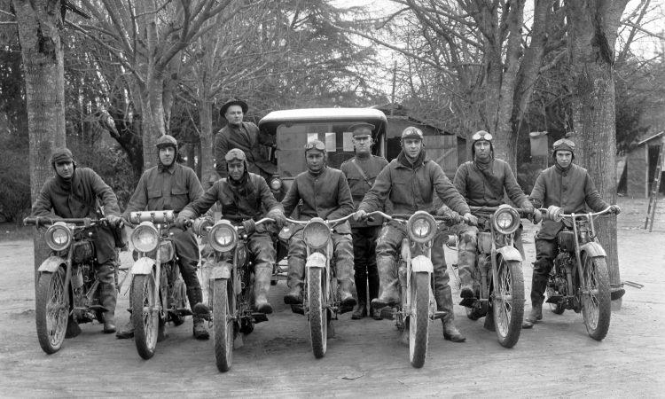 111-SC-152884. Soldats américains en motos et camion sur les routes de Sologne (AEF Signal Corps. NARA. Coll. Musée de Sologne)