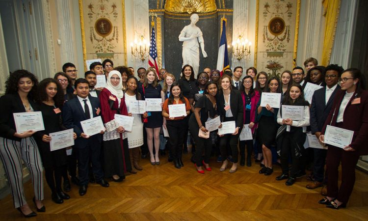 Youth Ambassadors 2016 receive their certificates. ( ©U.S. Embassy Paris)